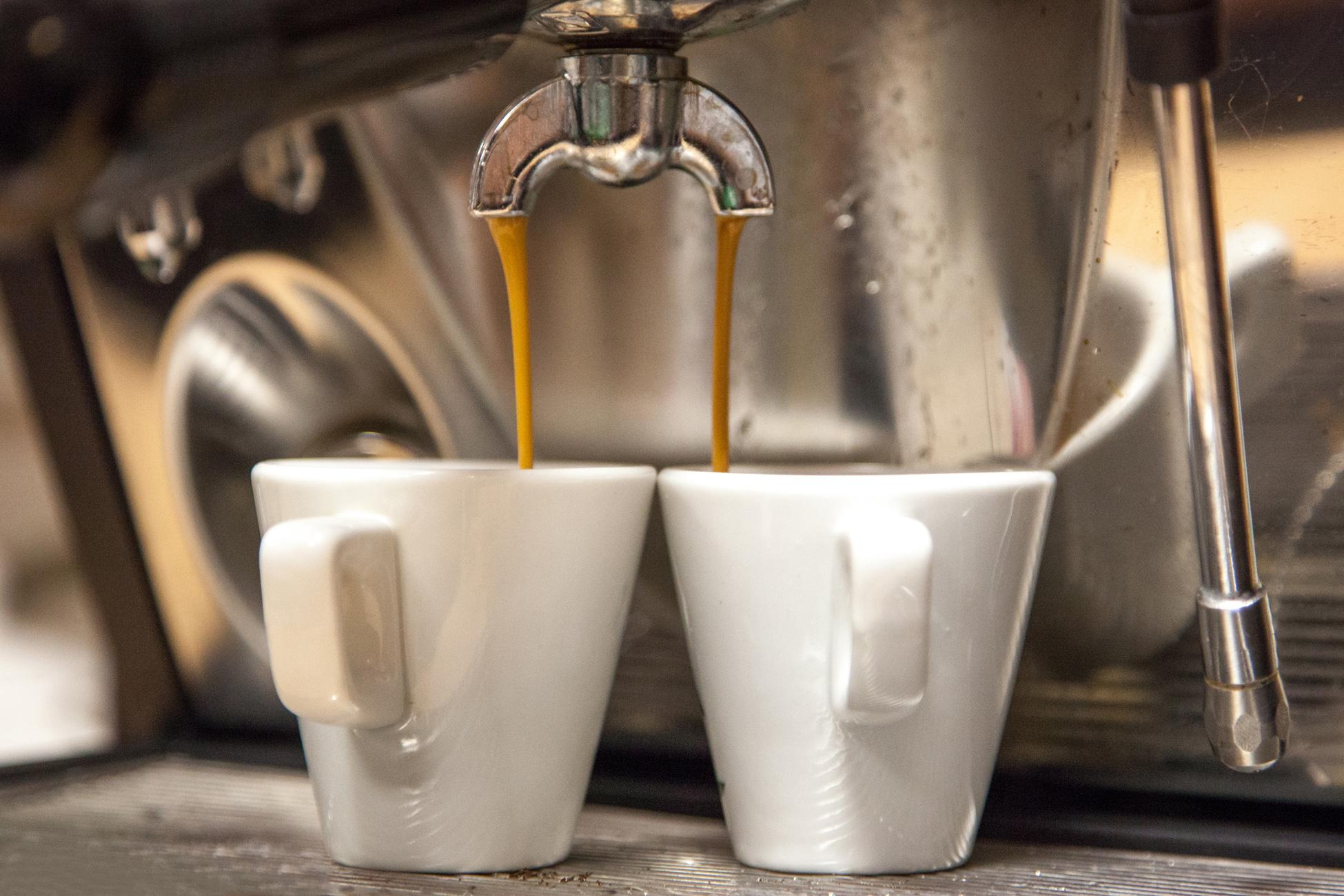Contrairement aux idées reçues, les cafés courts comme les ristrettos sont peu chargés en caféine.