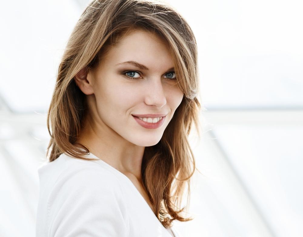 soins-liftants-lisser-remodeler-traits-visage-relachement-rides-shutterstock_R.Iegosyn_195628082