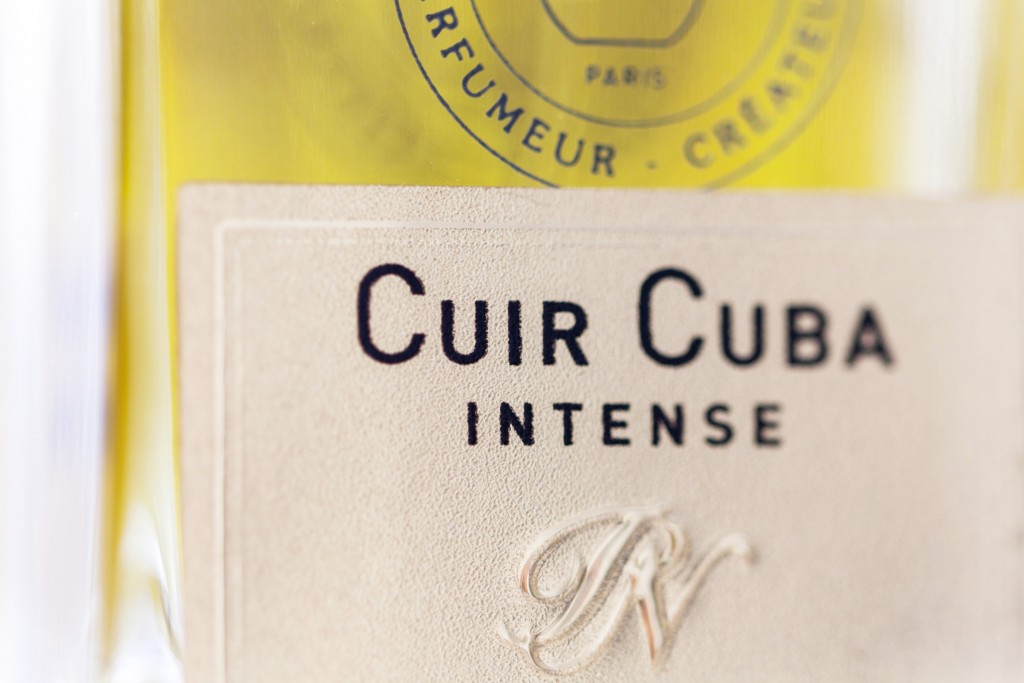 parfums-nicolai-cuir-cuba-intense-musc-monoi-kiss-me-new-york-copyright-maeva-destombes-2004