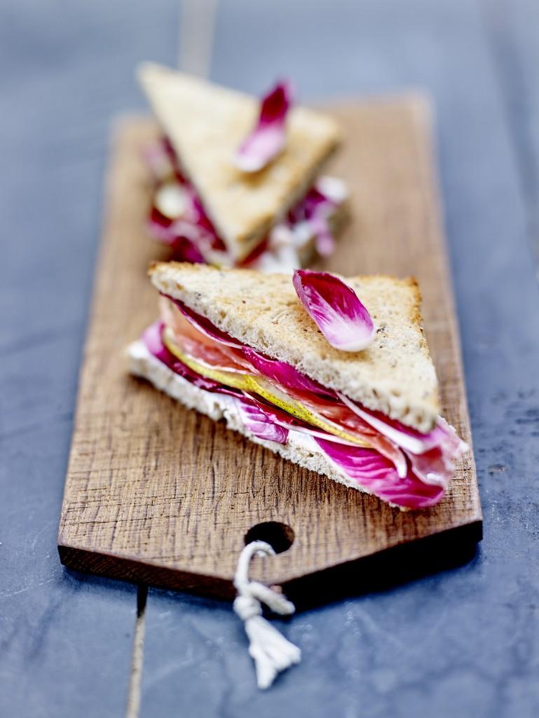 Sandwich jambon fume, poires et carmine
