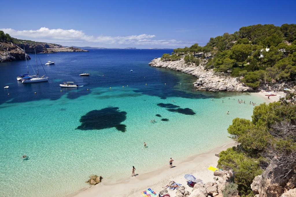 Cala Salada bei Sant Antoni de Portmany, Ibiza, Balearen, Spanien