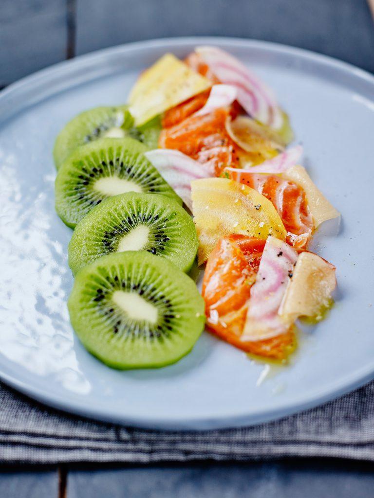 Saumon-marine-aux-agrumes-et-kiwis-de-l-Adour-facon-pickles