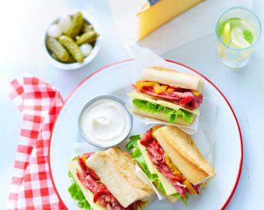 Mini-sandwichs-au-pastrami-et-Appenzeller