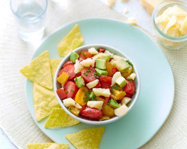 Salade-au-Sbrinz-AOP-avocat-poivrons-et-tomates-cerises-de-saison