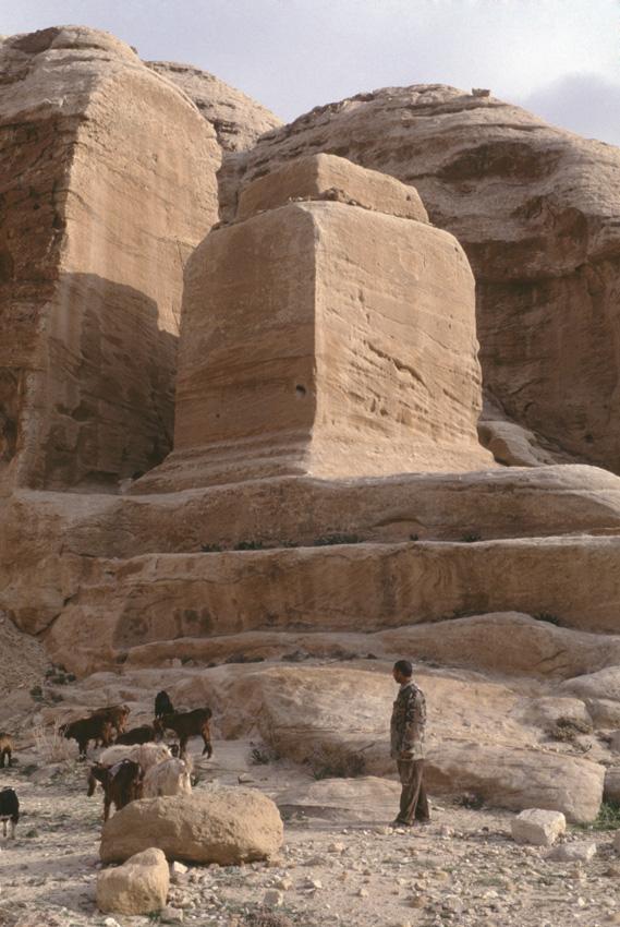 Jordanie. PŽtra. Les trois tombeaux monolithiques (Djinns).