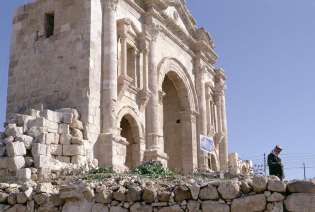 Jordanie. Jerash. Arc de triomphe d'Hadrien.