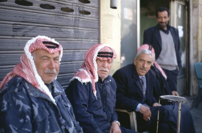 Jordanie. Portrait de vieux jordaniens portant le Keffieh.