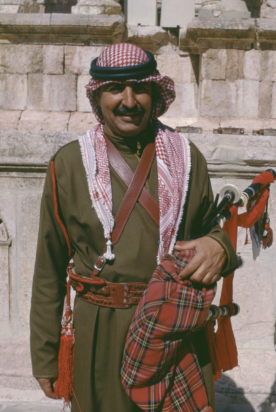 Jordanie. Jerash. Un joueur de cornemuse.