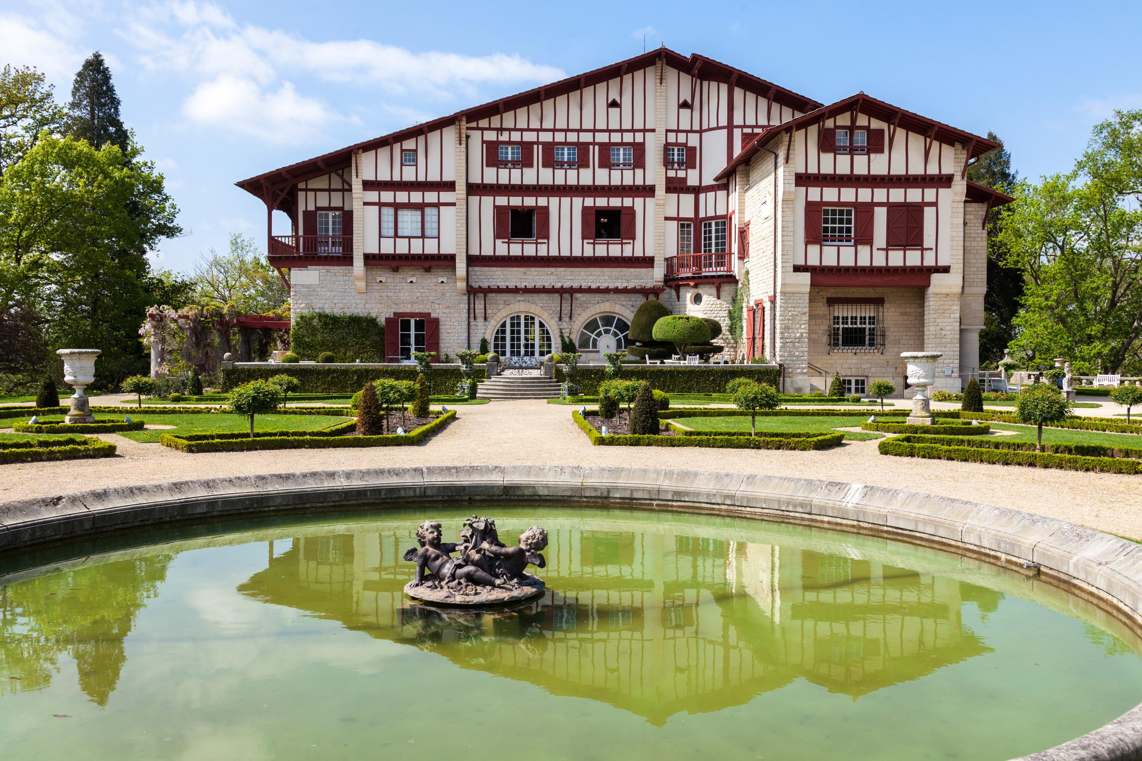 Resultado de imagem para villa arnaga villa 5 Villas to Discover in France delices mag pays basque saint jean de luz espelette copyright maeva destombes MG 8085