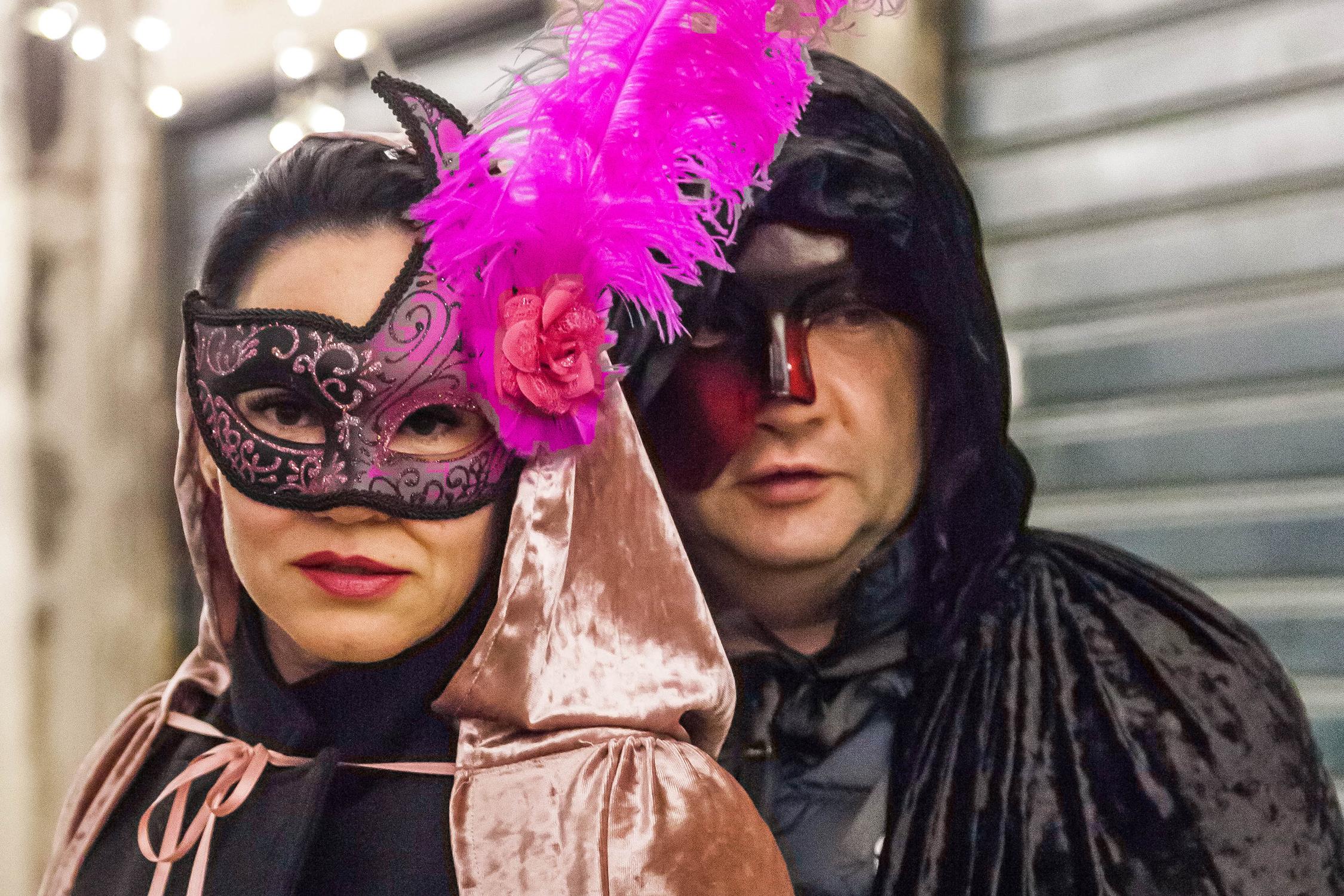 Un couple très chic au carnaval de Venise