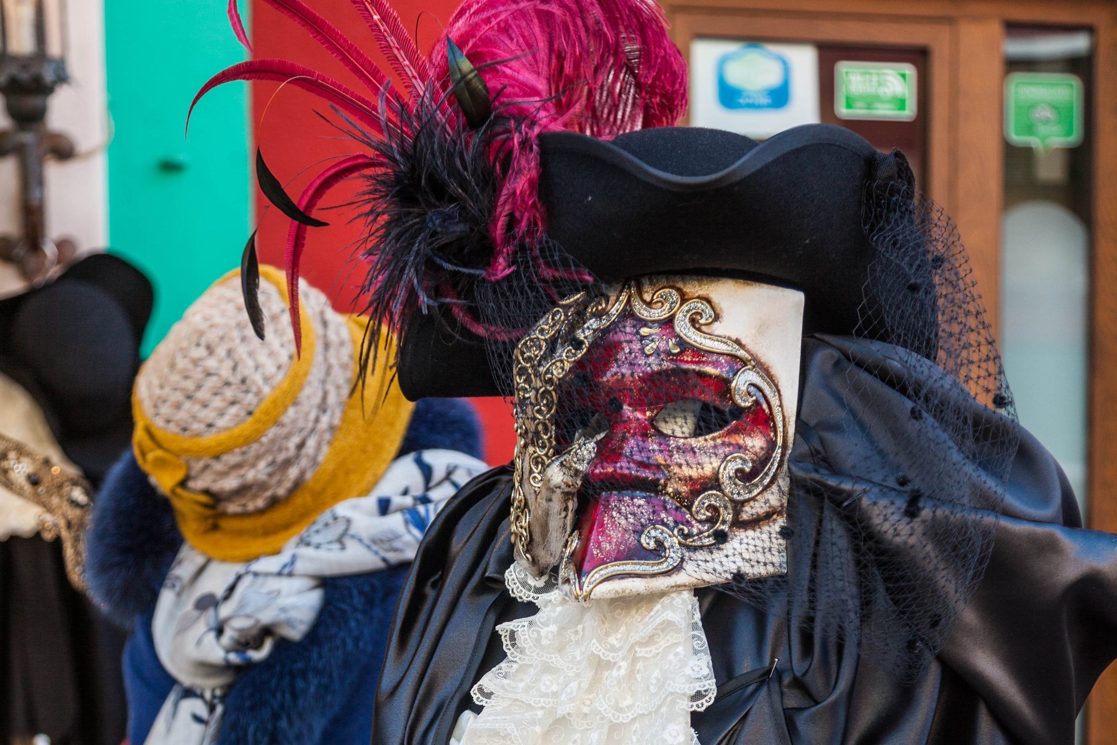 Le costume traditionnel de la bauta au carnaval de Venise