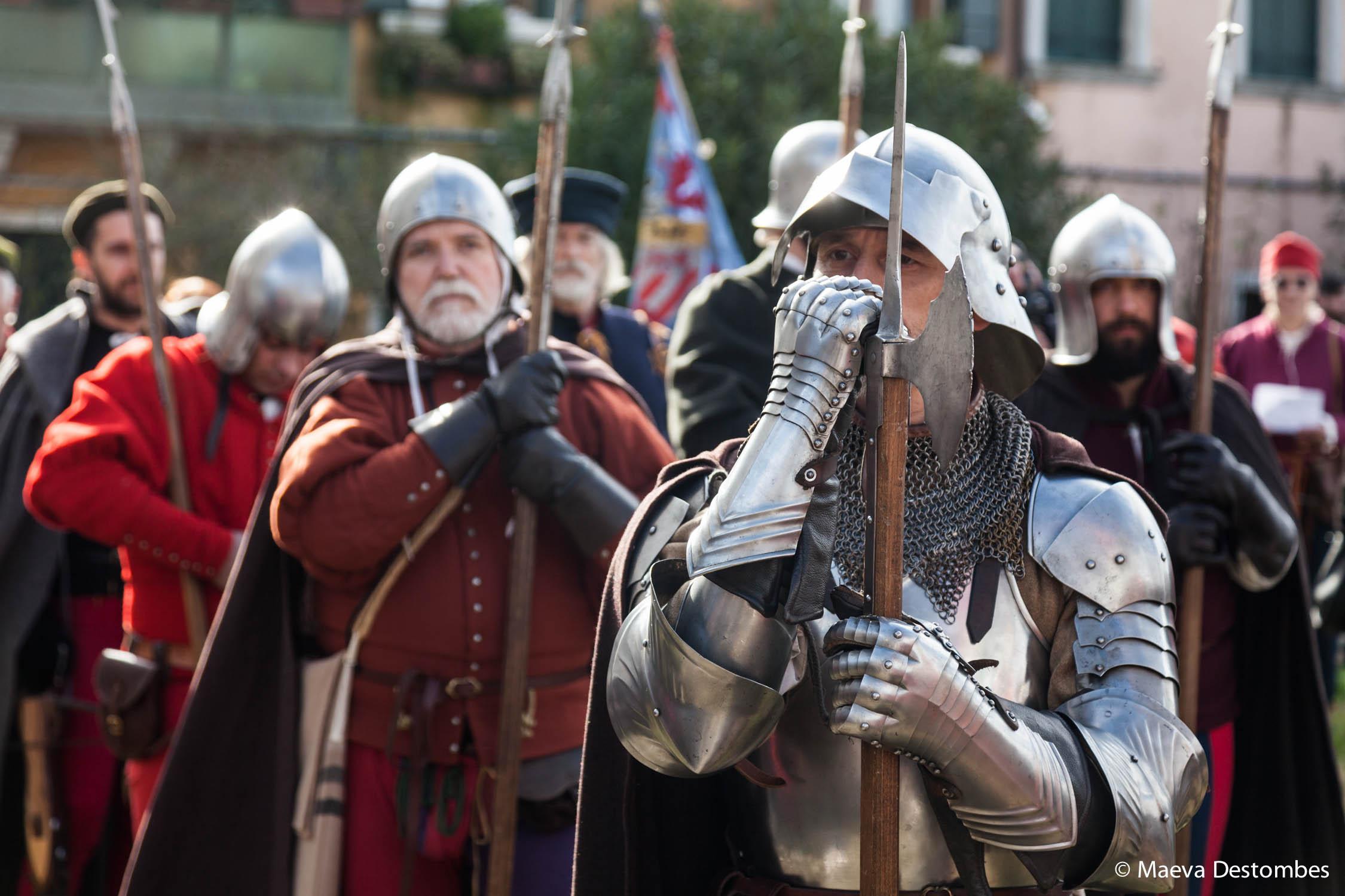 Des hommes en armures lors du carnaval de Venise